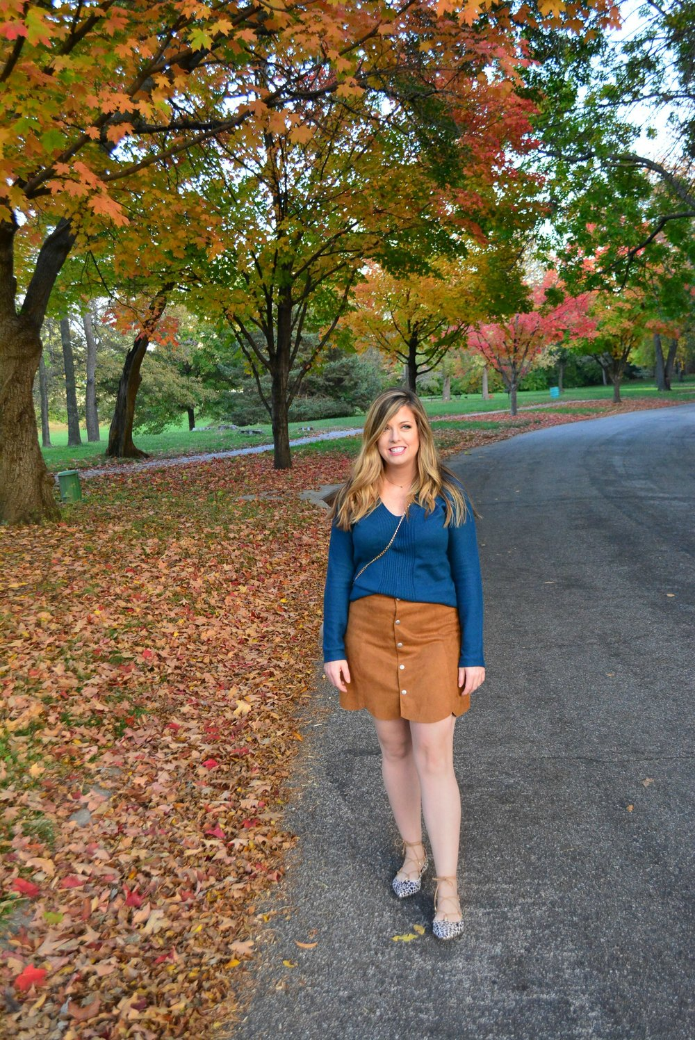Tan suede skirt outfit for fall