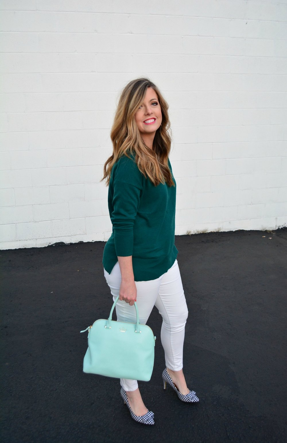Green boyfriend sweater and white jeans for a holiday look