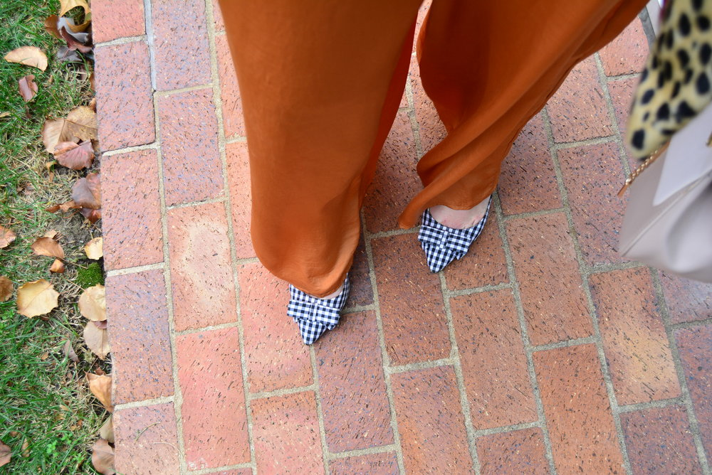 Plaid bow pumps