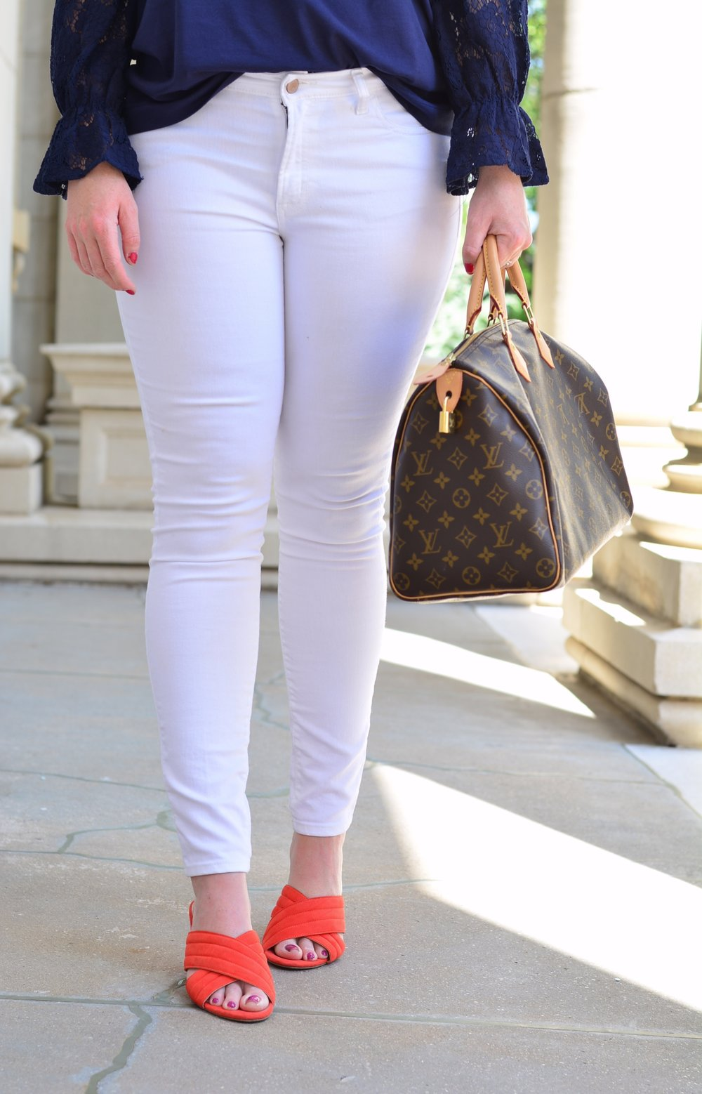 What to wear with white jeans