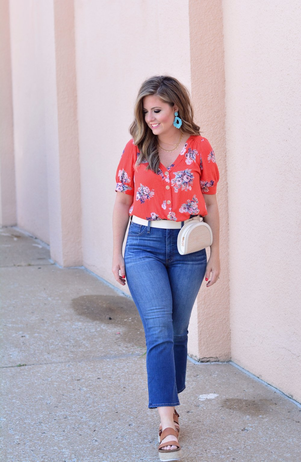 How to wear high waisted jeans for summer