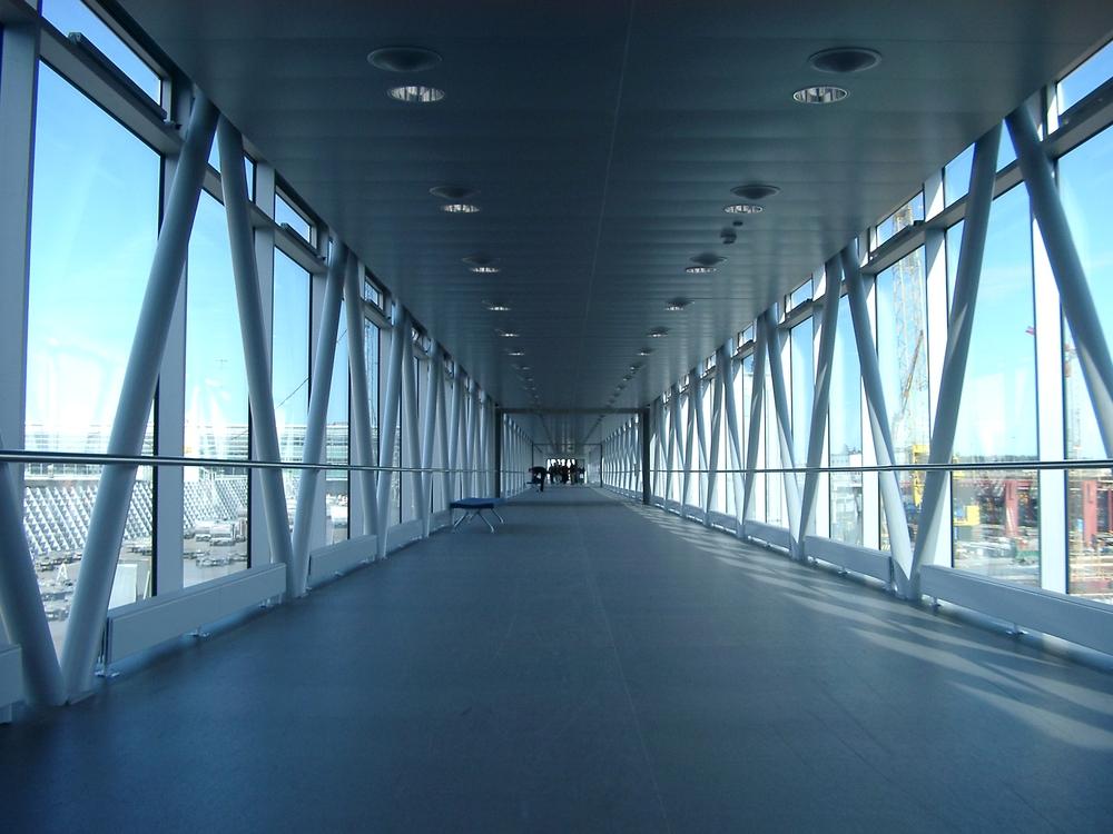 Corridor, Arlanda.JPG