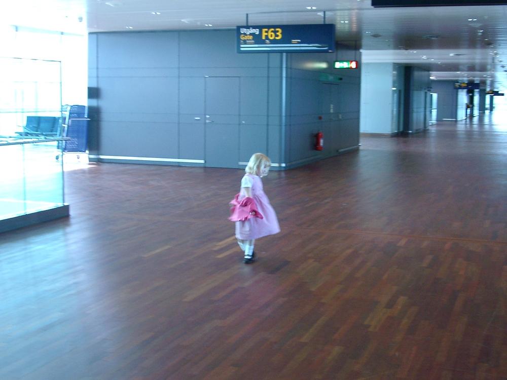 Spinning Girl, Arlanda.JPG