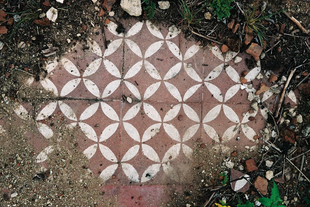 Floor tiles One, Dos Rios.JPG