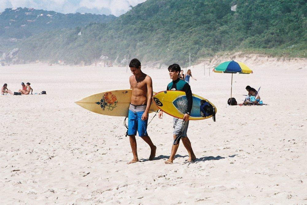 Surfers, Rosa.JPG