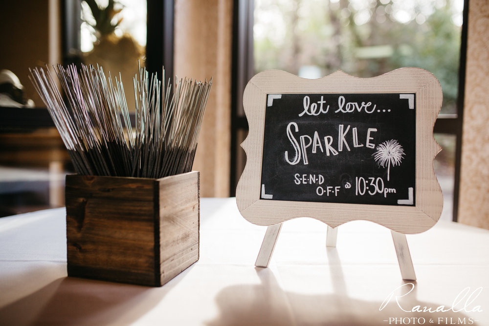 wedding-sparkler-exit-table-chico-wedding-photography-ranalla-photo-films