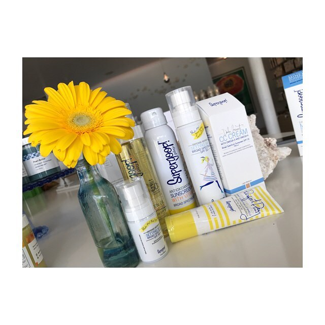 our goop supply is ready for the sunshine ☀️ ⠀⠀⠀⠀⠀⠀⠀⠀⠀ ••••⠀⠀⠀⠀⠀⠀⠀⠀⠀ we love @supergoop for many reasons; one being that their product is weightless, colorless, odorless, + non-comedogenic while still protecting against UVA + UVB rays!