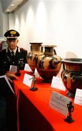 Etruscan and Roman artifacts returned in 2007.