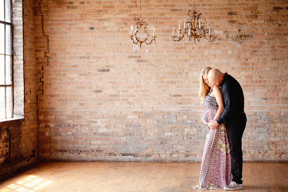 maternity-photography-chicago-couple-warehouse.jpg