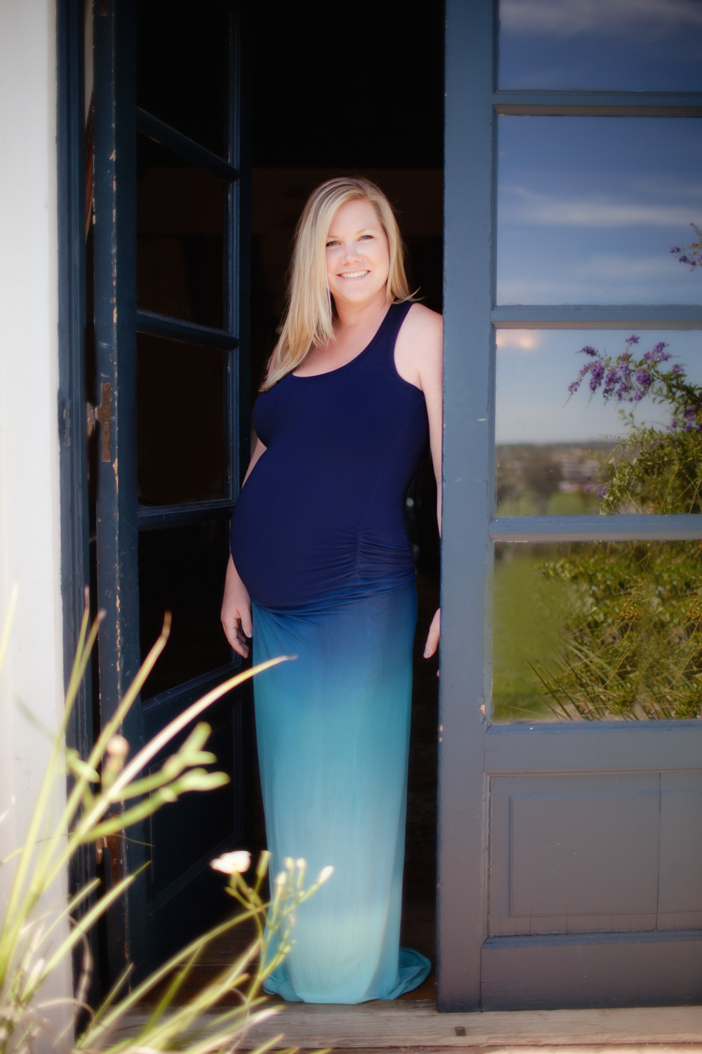 maternity-photography-scottsdale-az-blue-door.jpg