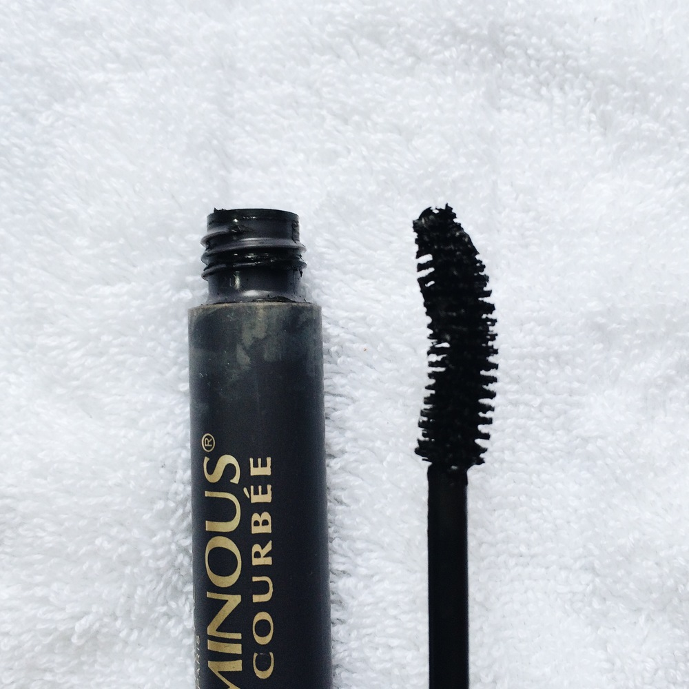 This brush looks like it will pick up a lot of product, meaning, it will really coat my lashes and give that heavy and voluminous effect. The curve of the brush will help give my lashes that fanned look.
