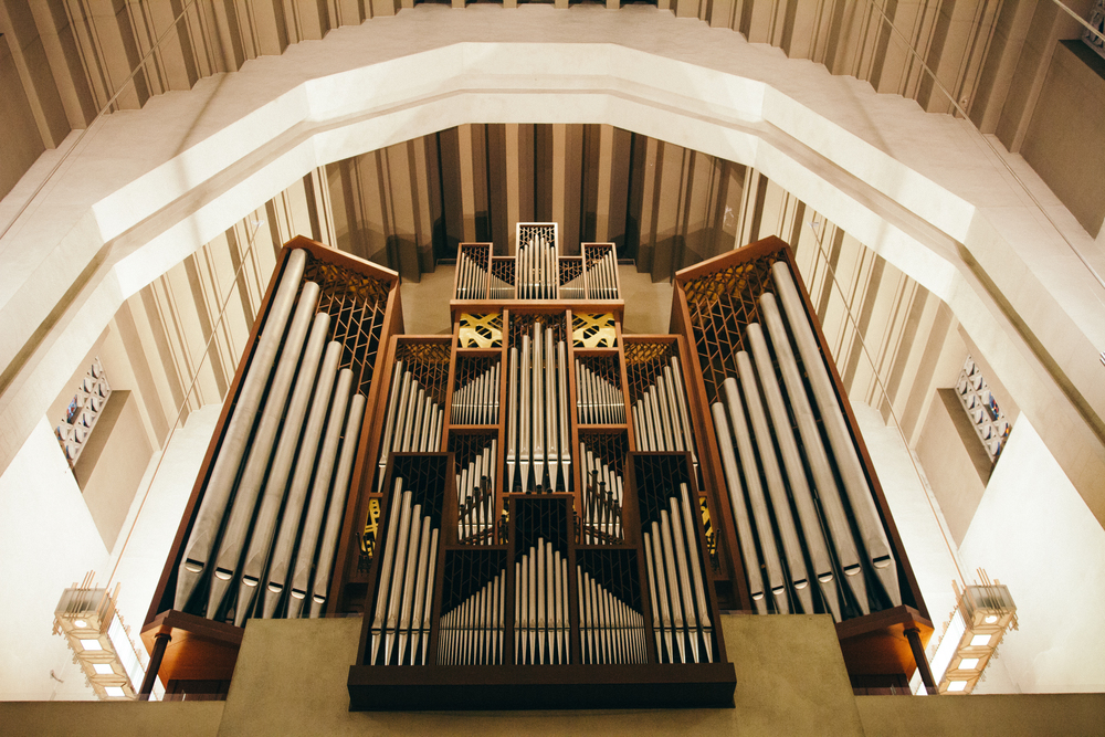 This organ is so huge! I was looking up while taking this photo! I SWEAR IT'S SOOOO BIG! I was afraid that it might fall on me and crush me.