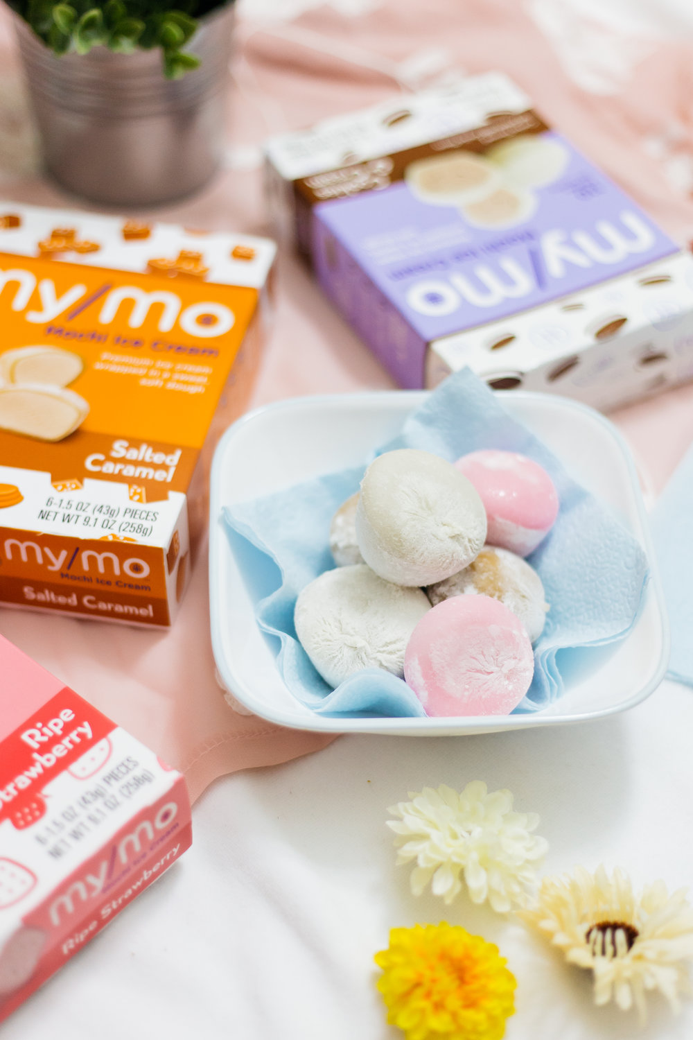 The Perfect Summer Snack with My/Mo Mochi Ice Cream