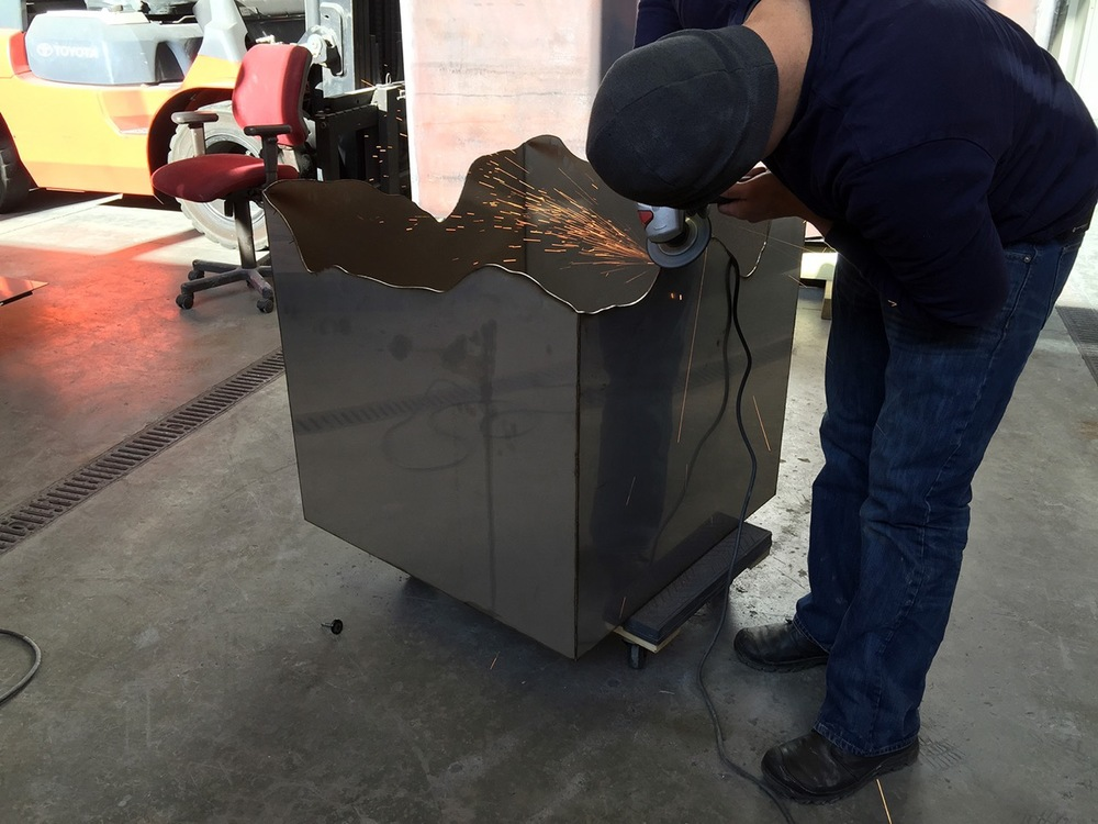 "Cutting the ""broken"" edge of the cubic container"