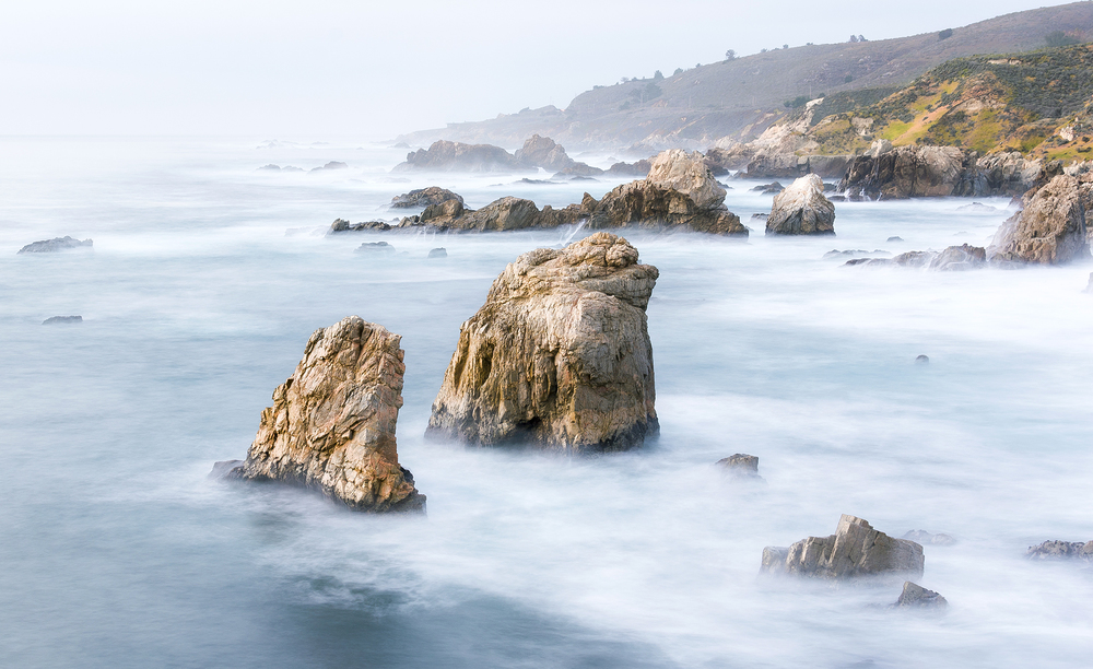 Pic. 6 : Looking north, a tumultuous sea turned calm and silky by means of long exposure