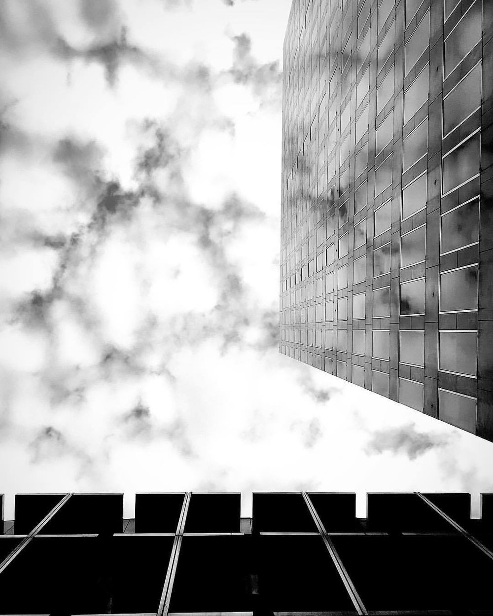 glass // clouds // beams  •  •  •  •  •  #seemycity #stayandwander #myfeatureshoot #mocorocreative #createexplore #cntraveler #thecreatorclass #myfeatureshoot #mkexplore #mytinyatlas #artofvisuals #aov #global_hotshotz #folkgood #beautifuldestinations #passionpassport #exploretocreate #visualsoflife #visualsofearth #thecoolmagazine #illgrammers #ilovelondon #londonist #shotoniphone #thisinstagramlife #ig_uk #ig_london #architecture #londonforlife (at London, United Kingdom)