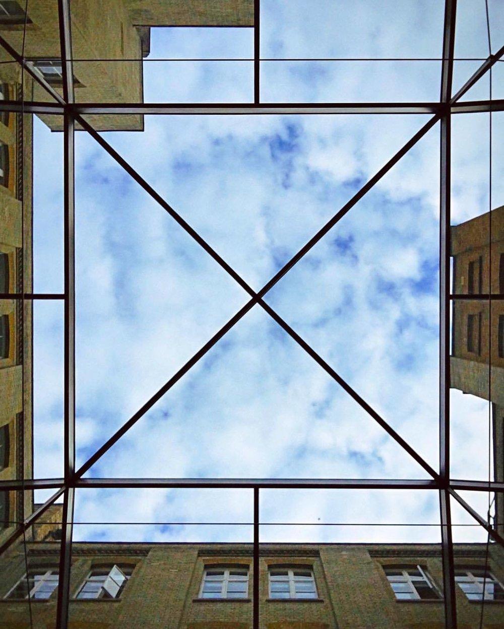 glass ceiling  •  •  •  •  •  #seemycity #stayandwander #myfeatureshoot #mocorocreative #createexplore #cntraveler #thecreatorclass #vscogrid #myfeatureshoot #thisisvsco #mkexplore #mytinyatlas #artofvisuals #aov #global_hotshotz #folkgood #beautifuldestinations #passionpassport #exploretocreate #visualsoflife #visualsofearth #thecoolmagazine #illgrammers #london #coventgarden #highcelings #shotoniphone (at Apple Store - Covent Garden)