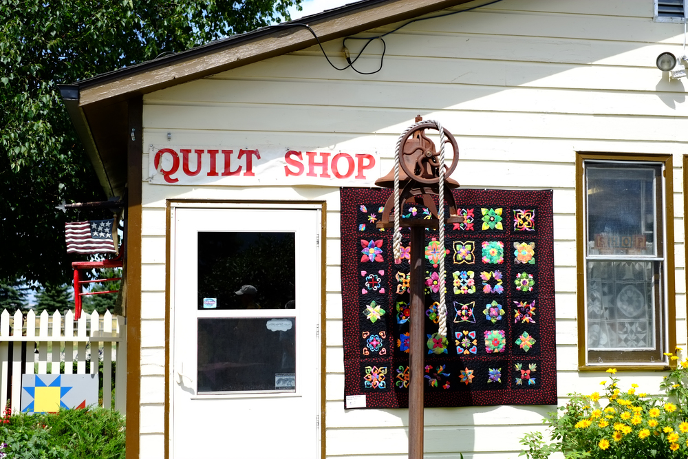 Front door to Quilting in the Country.