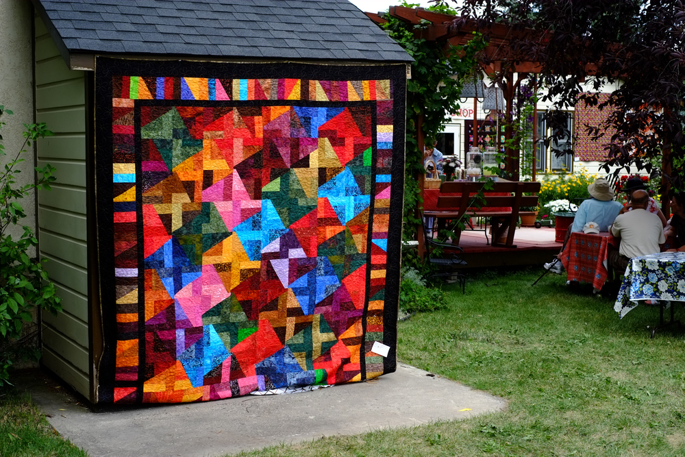 Look at the bold colors in this quilt....
