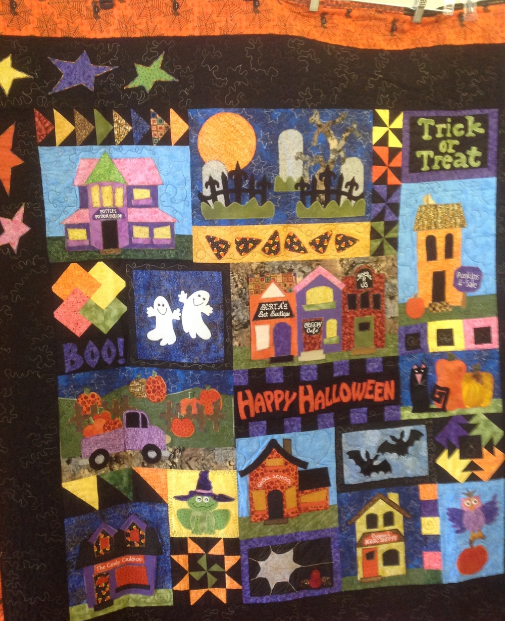 I loved this Halloween quilt with all these appliques!