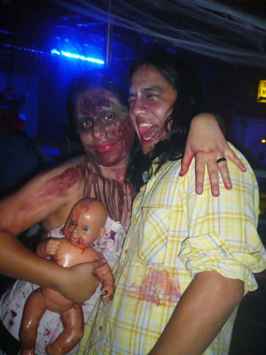 Aquí con mi amor de familia Zombie