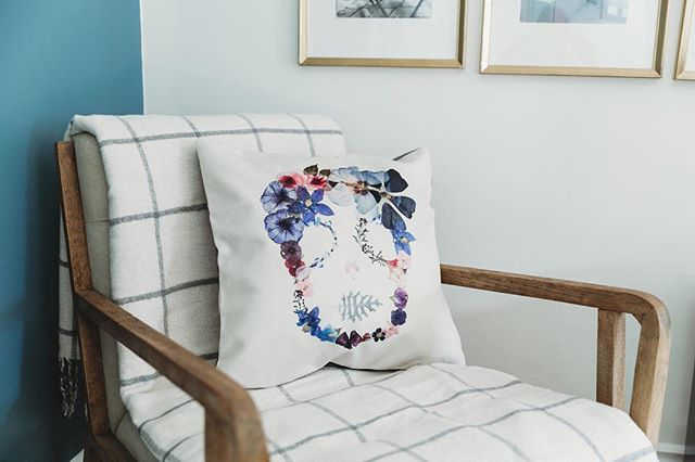 Ask and you shall receive! People will ask for a specific print on a pillow and I think to myself, YES! That's a great idea! And now its a part of our regular stock. So there you have it! What prints would you like to see on pillows?! . . . . . . . 📷: @kararohlphoto  Location: @outsidetheshape .  #jungalowstyle #ourtruehaven #howyouhome #pocketofmyhome #designsponge #interiorrewilding #neutraldécor #lovewhereyoudwell #flowers #pin #searchwander #livefolk #homedecor #natureinthehome #cottagestyle #apartmenttherapy #homedetails #homedecor #homestyling #behomefree #myhomevibe #homelife #lifeathome #homestyle #nestandflourish #thehappynow #aquietstyle #stilllifeisreallife #homesofinstagram #ipreview @preview.app
