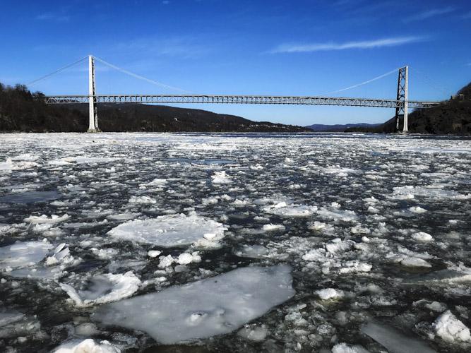 Hudson River - Bear Mountain Bridge - NY