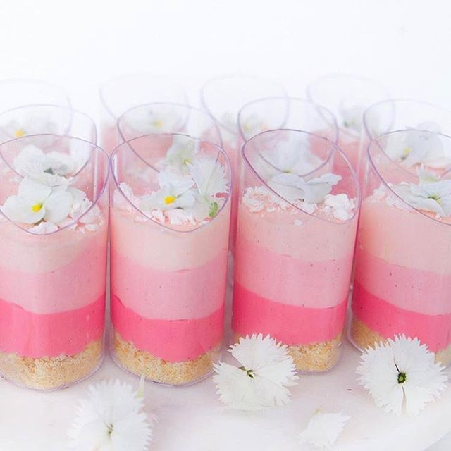 A little sugar to get you through to the weekend 😍 ombré cheesecakes by @sweets_withlove 💕💫