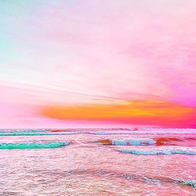 Happy technicolour new year everyone!! 🌈 📷 by @california.kate