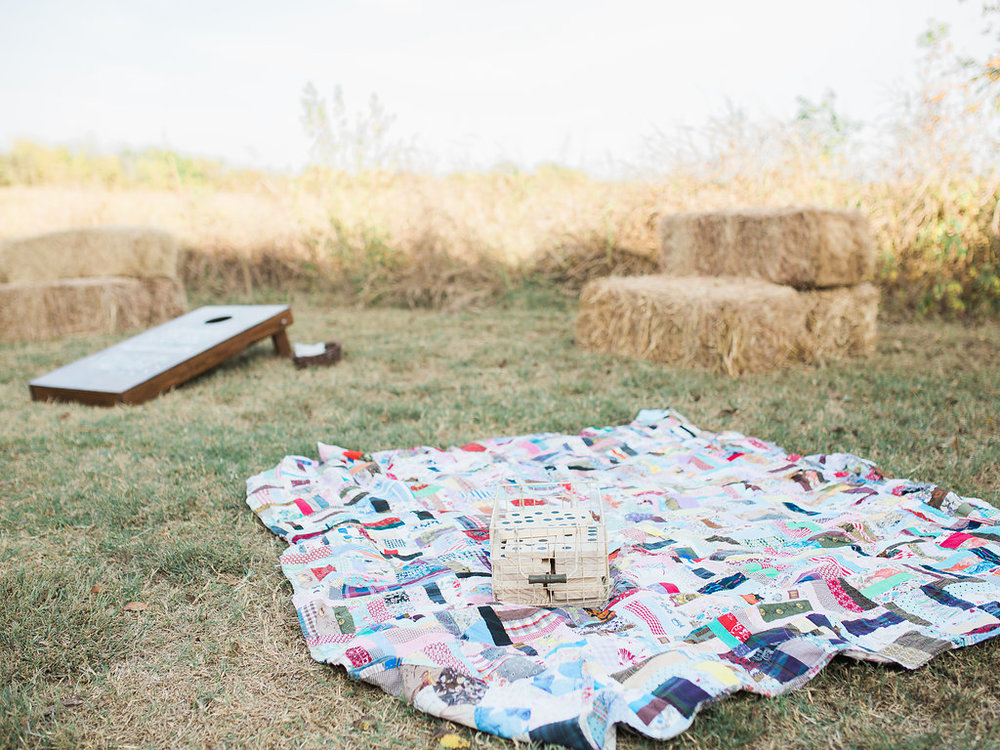 This couple really thought about every detail, including fun yard games for their reception!