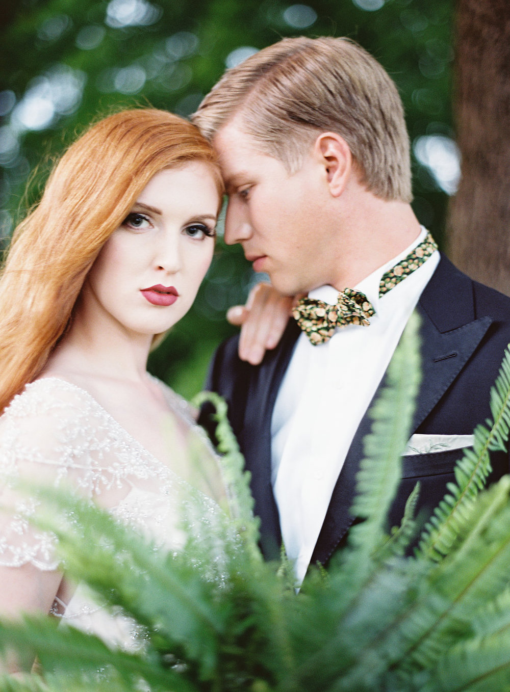 We love the collaboration of so many great vendors in coming up with this beautiful Great-Gatsby themed styled shoot