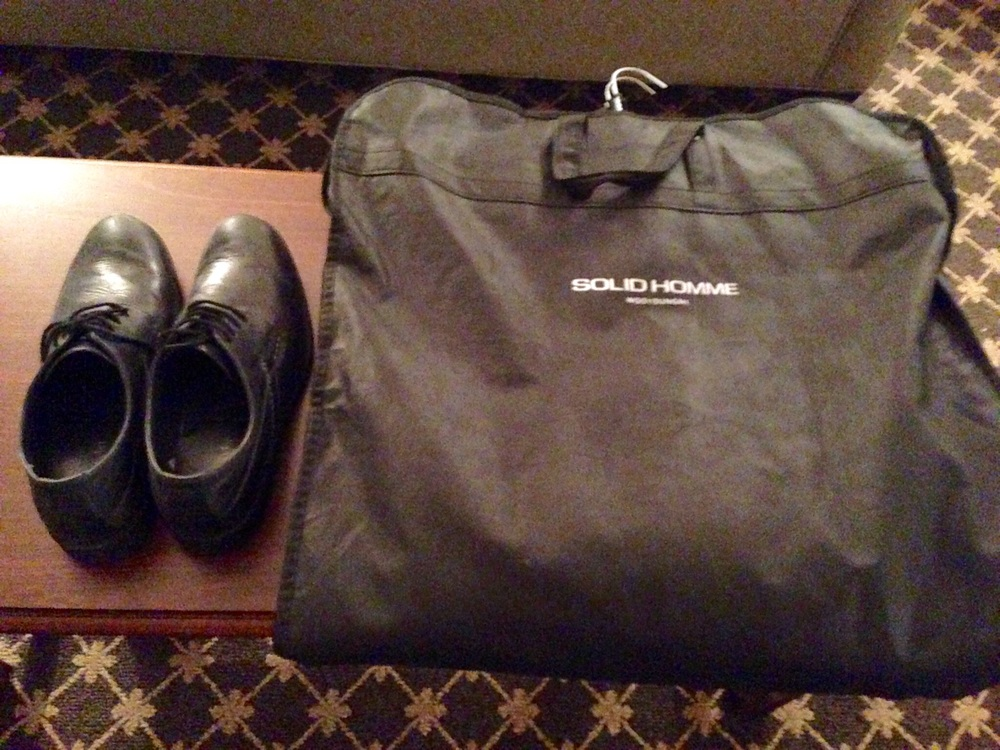 A concert attire and pair of black shoes are the must when traveling for concerts.