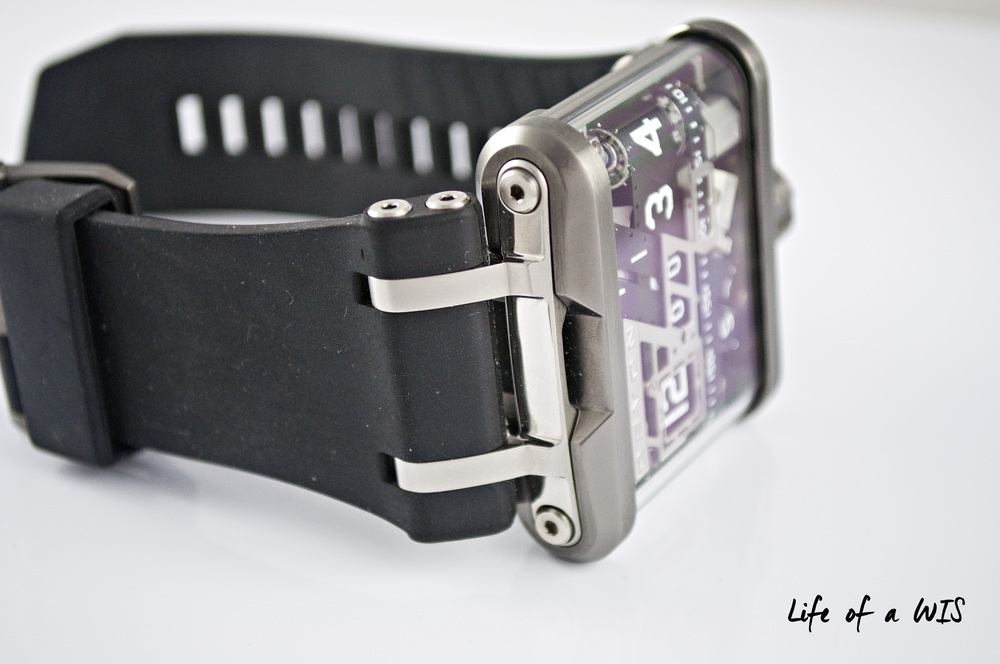 The massive rubber strap matches the massive watch case, but it is also extremely comfortable on the wrist.