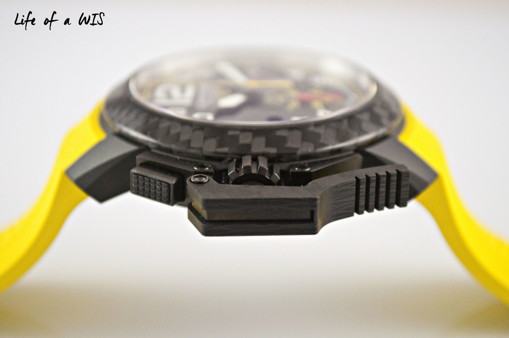 Who does not love a carbon fiber bezel?