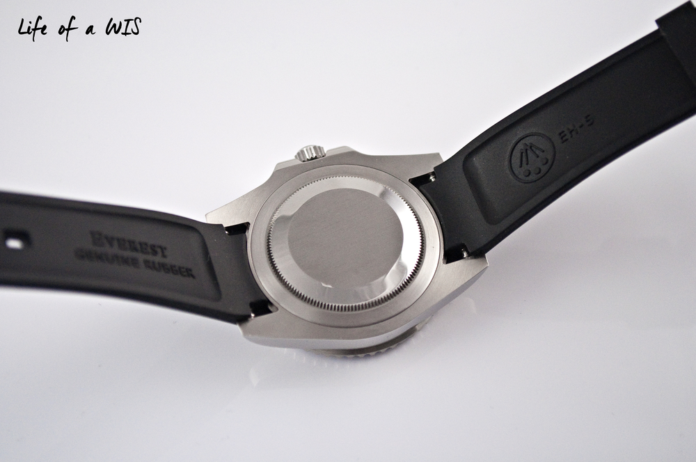 This Swiss-made Everest rubber strap is top quality.