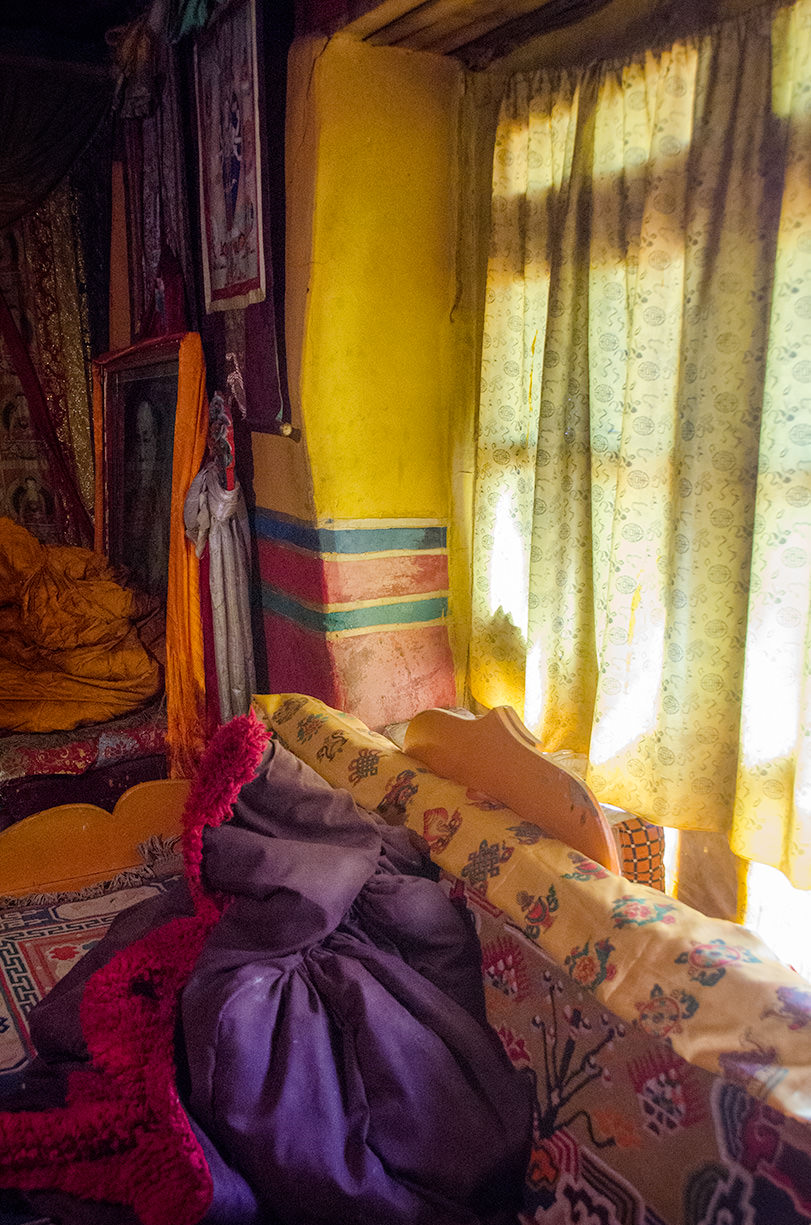 A window seat, Ngor Monastery