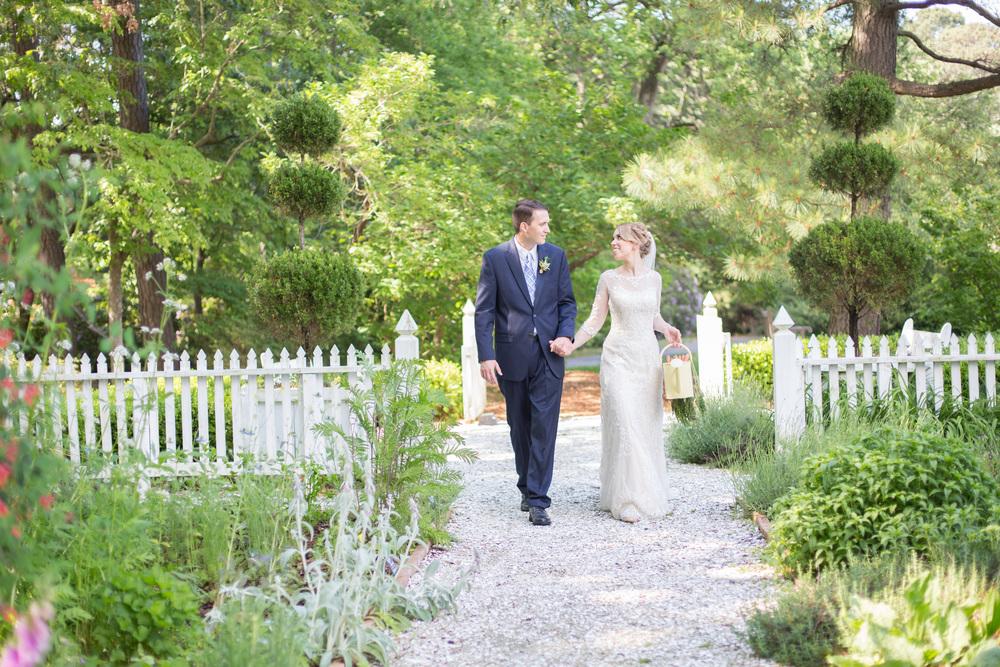 crystal belcher photography | norfolk botanical garden | wedding couple