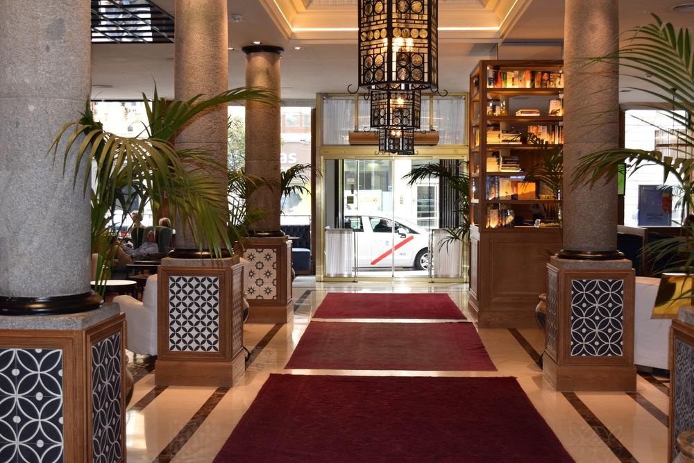 lobby hotel H10 Villa de la Reina