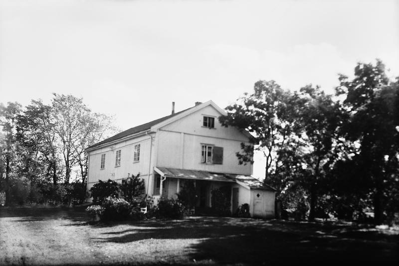 Ekeberg gård også omtalt som Store Ekeberg, Stamhuset Ekeberg og Ekeberg hovedgård er en av urgårdene i Oslo-området. Foto fra ca 1940