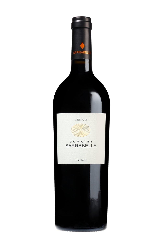 arde Le Cépage   100% Syrah   Dégustations et Conseils   D'un rouge tuilé aux arômes complexes et réglissés, ce vin possède une structure charpentée, des tannins fondus et une belle longueur en bouche. Il est l'expression de la sélection d'un terroir.   Afin d'exprimer tout le potentiel du cépage, il sera préférable d'aérer et de carafer ce vin à température ambiante.   Structuré et charpenté, il accompagnera à merveille les gibiers, les viandes rouges et les fromages à pâte molle.   Médailles   Concours Général Agricole Paris 2010 - Médaille d'Argent 1 Etoile au Guide Hachette des vins 2012