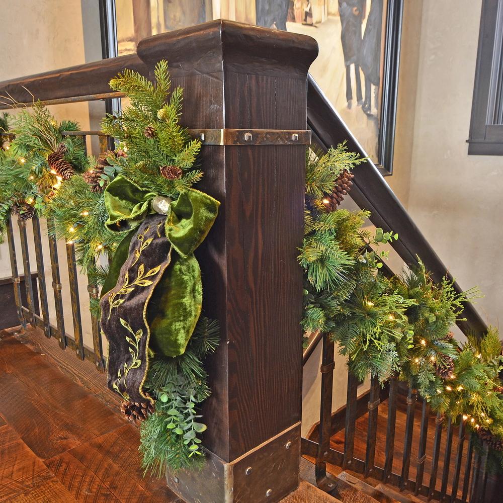 Stairway garland.jpg