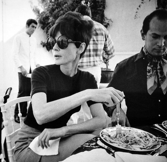 Audrey Hepburn and Oscar de la Renta lunching
