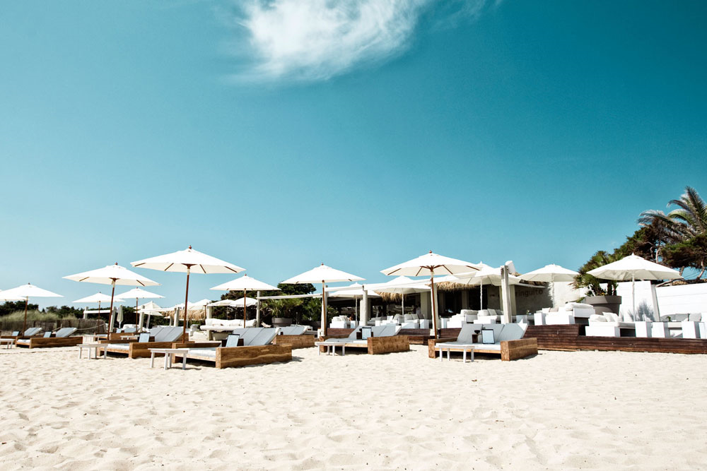 Es Cavallet, the beach where you can relax without too much action going on.