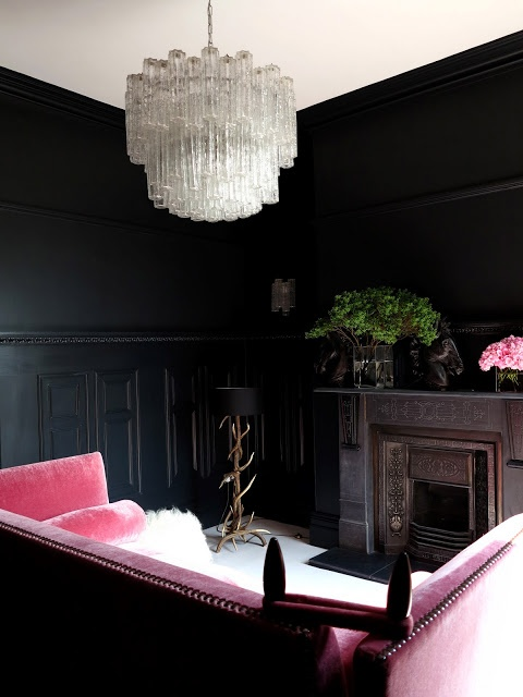Great mix of black and color in privat home. It gives a lot of character and collects the room.