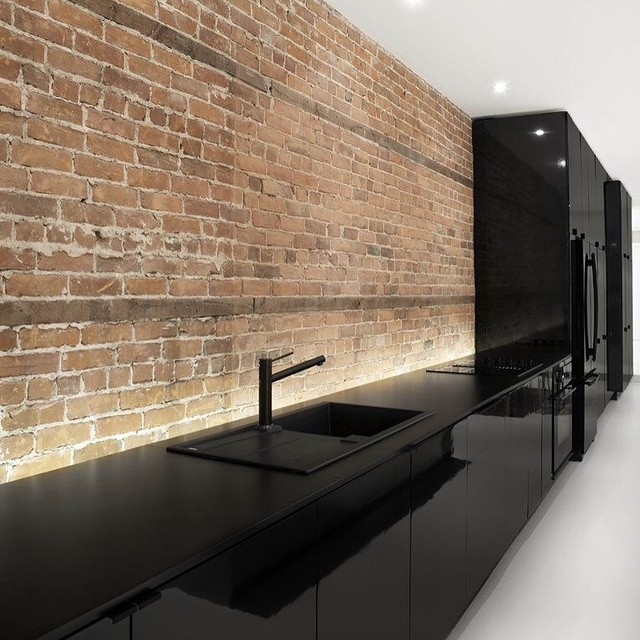 Amazing kitchen in black lacquer. Specially when mixed with raw stone. Great contrast.