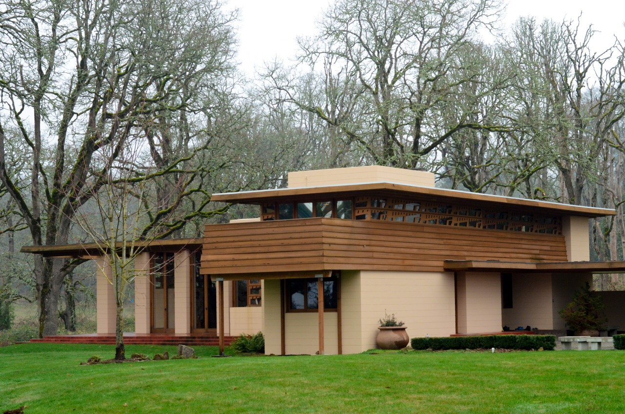 The Frank Lloyd Wright Gordon House in Silverton, Oregon.   We are growing fans of FLW. Not only is the attention to detail impeccable, but the innovations FLW brought to modern housing is astounding.