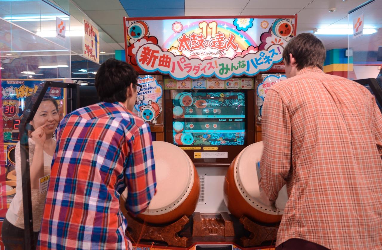 Taiko drumming arcade duels