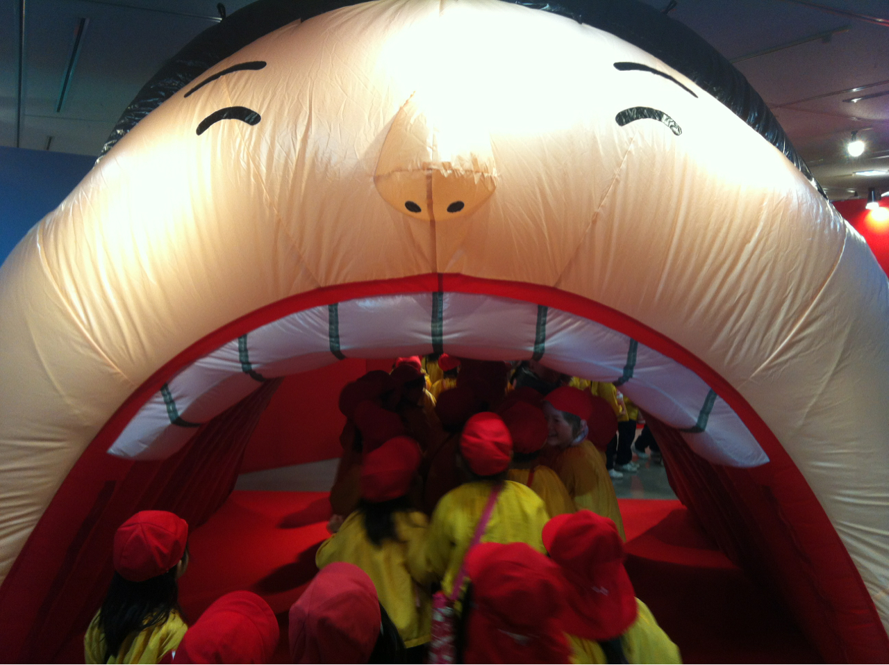 Best field trip EVER. Welcome to the Fukuoka Children's Science Museum! First you must enter this gentlemen's mouth.