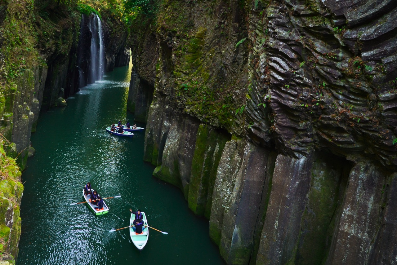 We embarked on a pretty epic road trip this past weekend driving all along the coast of southern Kyushu heading east over to Miyazaki and rounding out the bottom up to Kagoshima on the west. The nature on Kyushu is unbelievable, these photos hardly do it justice.     The first stop of our road trip was Takachiho Gorge 高千穂峡 in Miyazaki prefecture. People can rent boats and row themselves around the scenic gorge.
