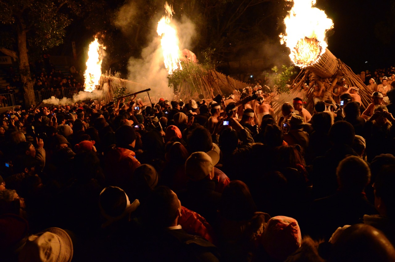 6 groups of 50 or more men carried flames and lit these massive bamboo torches in unison.